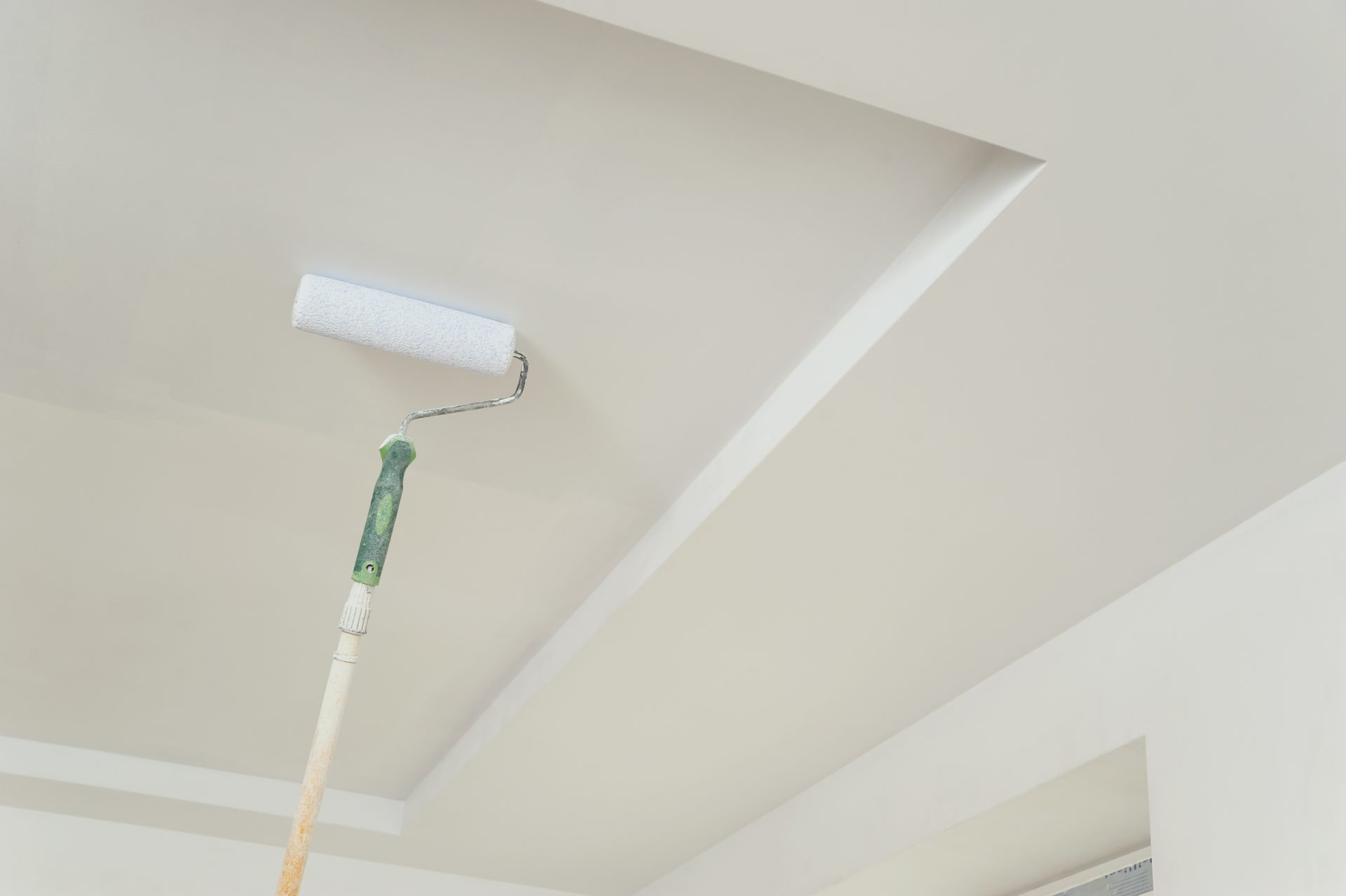 painting-the-ceiling-and-walls